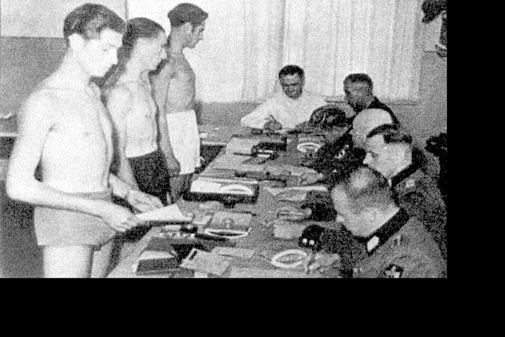 1942 - Service militaire obligatoire